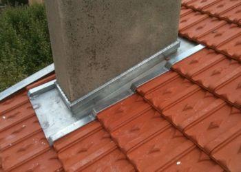 particulier - détail d'abergement de cheminée en zinc sur couverture tuiles - 2