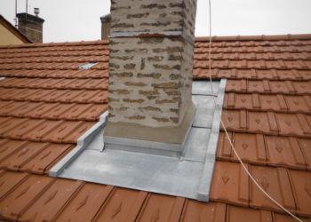 particulier - détail d'abergement de cheminée en zinc sur couverture tuiles - 4